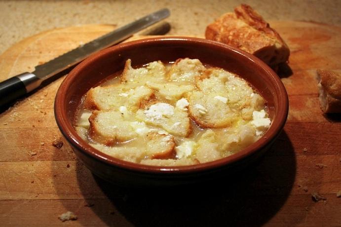 5) Uslu Olanlara Başka Papara: Ekmek, Peynir, Et ya da Kemik Suyu