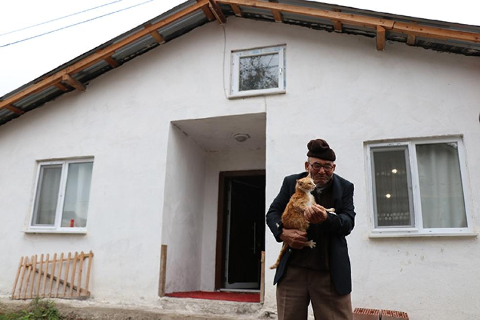 Ali Dede ve Kedisi Sarı Kız Yeni Evlerine Kavuştu